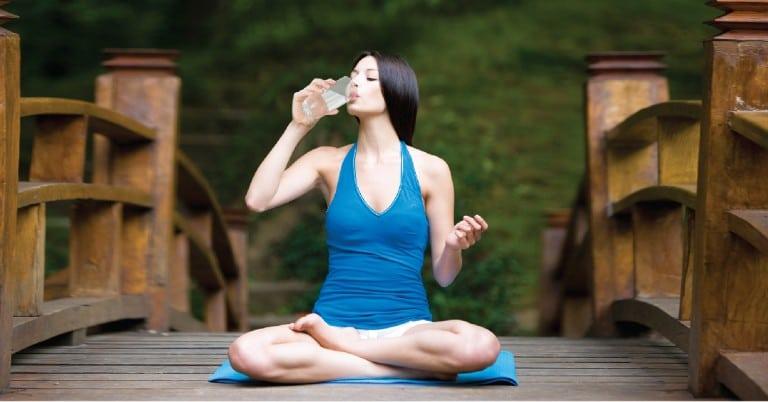 Quy trình vân dụng nước uống trong quá trình tập Yoga hiệu quả