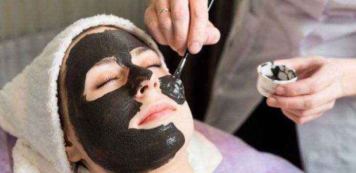 Than hoạt tính làm mặt nạ trị mụn cho làn da đẹp mịn