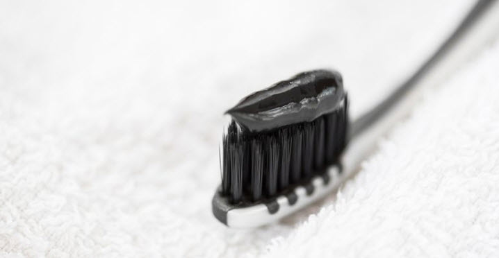 Đánh răng bằng than hoạt tính có tốt không?