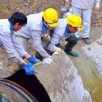Hà Nội: Dân điêu đứng vì vỡ đường ống nước sinh hoạt tại Mỹ Đình